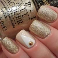 unhas-curtas-decoradas-com-dourado-glam