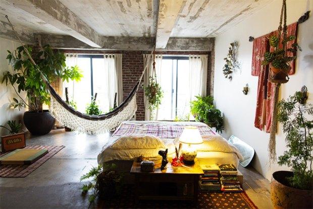 7-loft-quarto-boho-chic-concreto-e-tijolinhos