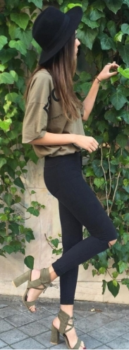 fall-fashion-oversized-olive-tee-378x1024