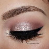 How-to-apply-eye-shadow-properly-35