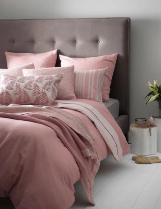 quarto-decorado-com-cinza-e-rosa