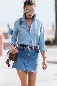 alessandra-ambrosio-street-style-saia-jeans-camisa-jeans-1_edited